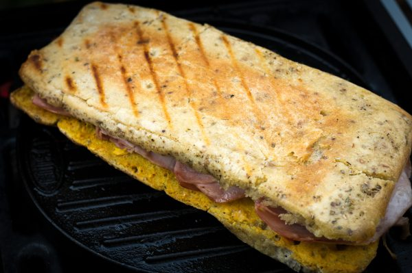 Cuban Sandwich auf dem Grasgrill