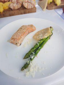 Lachs mit Spargel und Parmesan Taler bei der Grillmeisterschaft