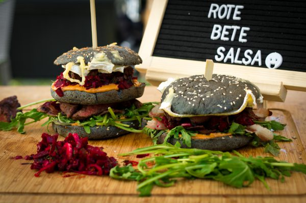 Down Under Burger mit Rote Bete Salsa