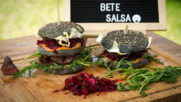 Down Under Burger mit Rote Bete Salsa