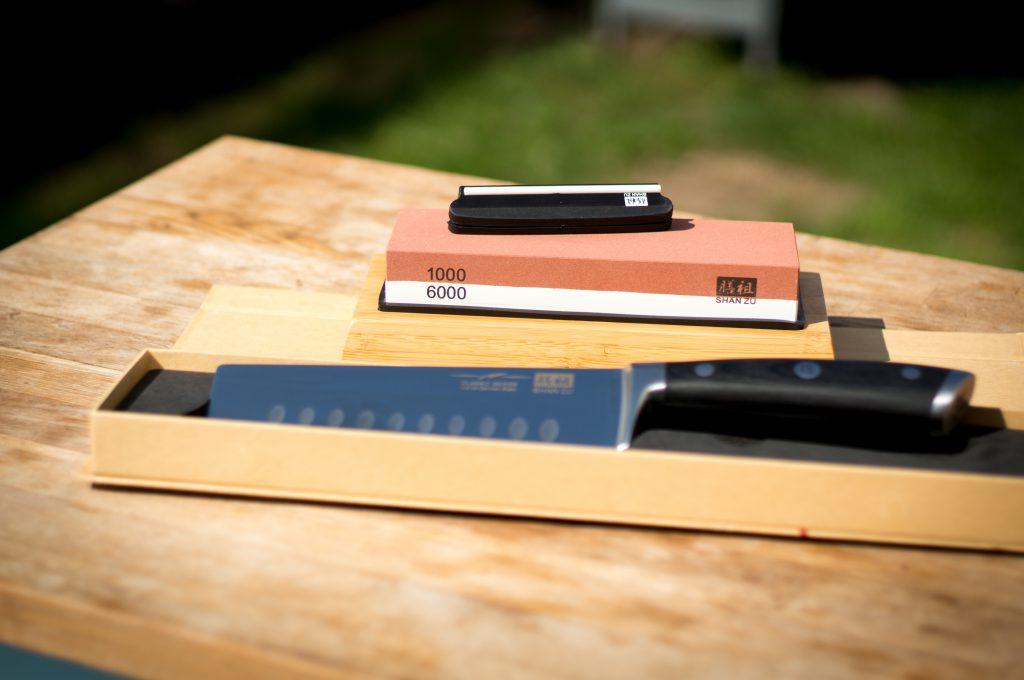 Schleifstein und Nakiri Messer von Shan Zu
