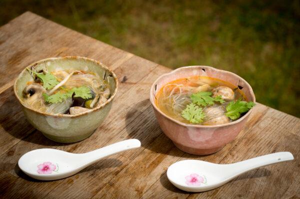 indonesische Bihunsuppe aus dem Dutch Oven