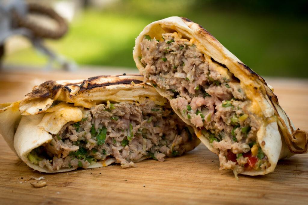 Mexikanischer Burger mit Guacamole Pico de Gallo und Cheese Jalapeno Sauce