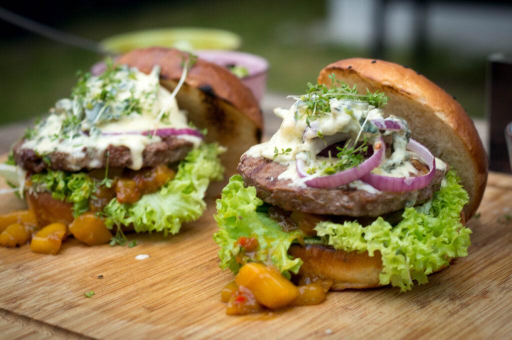 Zwergzebu Burger mit Saint Agur