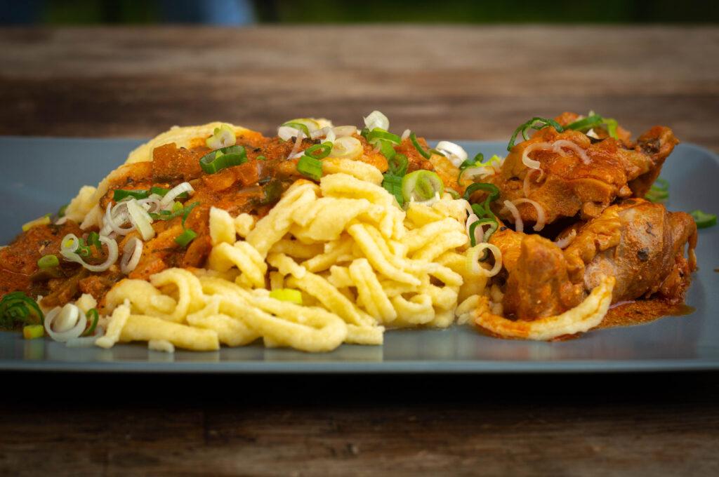Spätzle zu Chicken Paprikash