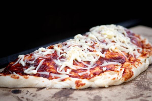 Gefüllte Pizza vom Pizzastein